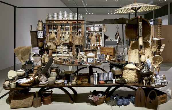 C'est dans leur plus simple présentation que les objets du quotidien au Japon révèlent leur beauté. -Sohei Oya / Nacasa & Partners-