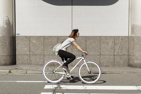 Le vélo à pignon fixe a envahi les rues des villes japonaises pour le meilleur et pour le pire. -Jérémie Souteyrat pour Zoom Japon-