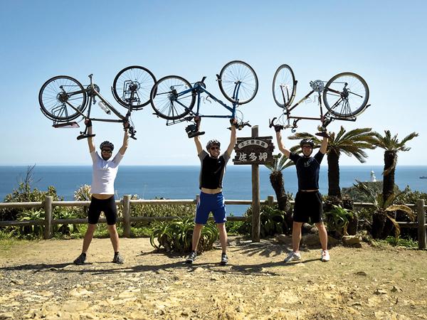 Le Cap Sata, le point le plus méridional de l'archipel atteint au terme de 5600 km à bicyclette. -Andrew Marston-
