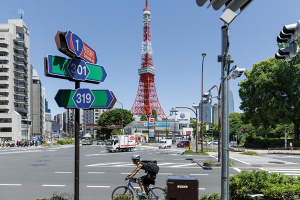 Vous croiserez l'imposante Tour de Tôkyô sur le chemin qui vous mènera à Odaiba. -Jérémie Souteyrat pour Zoom Japon-