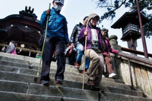 Kotohira, Februray 16 2014 - Walking down the stairs from Konpira-san
