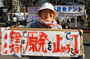 nucleaire-militants-quartier-des-ministeres-tokyo-japon