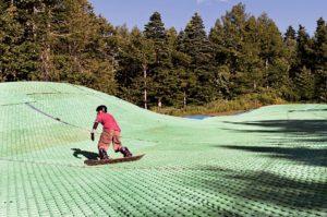 Ski d'ete sur les pentes du Mont Fuji Station de Fujiten, situee sur le versant nord du Fuji dans le departement de Yamanashi   Aout 2014