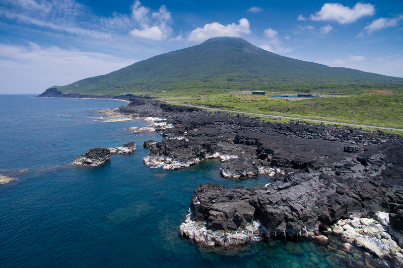 L'île de Hachijô abrite deux volcans dont le Hachijô Fuji qui doit son nom à sa forme proche de celle du célèbre mont Fuji. ©Jérémie Souteyrat pour Zoom Japon