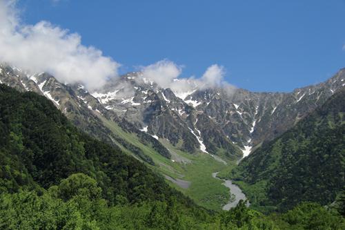 En 2014, les Japonais étaient plus de 8,4 millions à pratiquer l'alpinisme ou la randonnée en montagne.(Johann Fleuri pour Zoom Japon.)