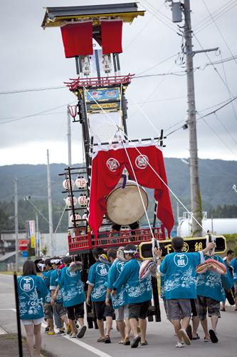 Suzu est une ville de tradition. Chaque année, elle célèbre Kiriko, un matsuri vieux de plus de trois siècles.©Richard Atrero de Guzman pour Zoom Japon
