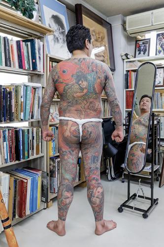 L'irezumi et ses motifs traditionnels perpétués par Horiyoshi III, grand maître de la spécialité. ©Jérémie Souteyrat pour Zoom Japon