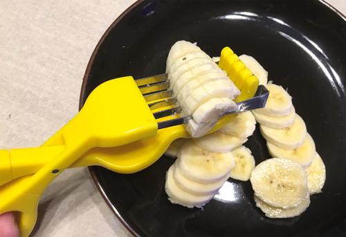 On peut faire la même chose avec un couteau, mais cette invention est moins dangereuse pour les enfants. ©Maeda Haruyo