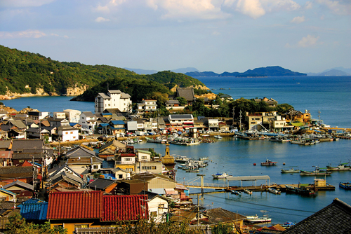 Tomo-no-ura doit sa prospérité à une localisation idéale. ©Angeles Marin Cabello pour Zoom Japon