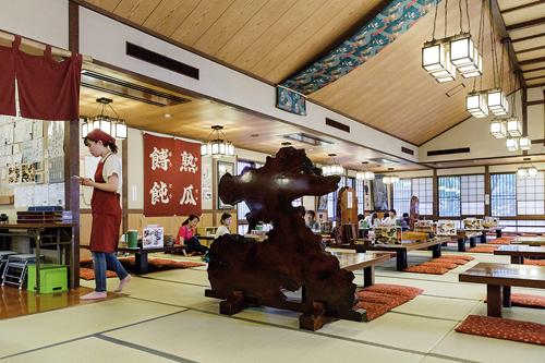 Ne quittez pas la région sans avoir goûté la spécialité locale servie notamment à l'auberge Kosaku. ©Jérémie Souteyrat pour Zoom Japon